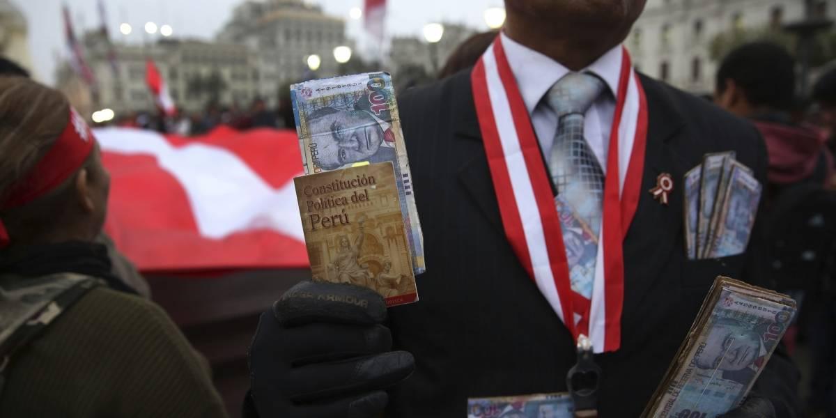Peruanos canalizan enojo contra la corrupción en importante referendo