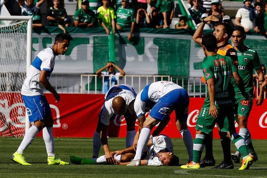 Ignacio Saavedra fue lesionado por Mathías Riquero en el duelo entre la UC y Temuco en el Germán Becker / Foto: Agencia UNO