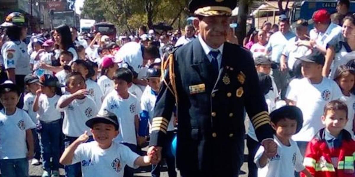 En la zona 18 se gradúan 189 bomberos voluntarios infantiles