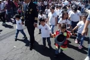 Bomberos voluntarios infantiles.