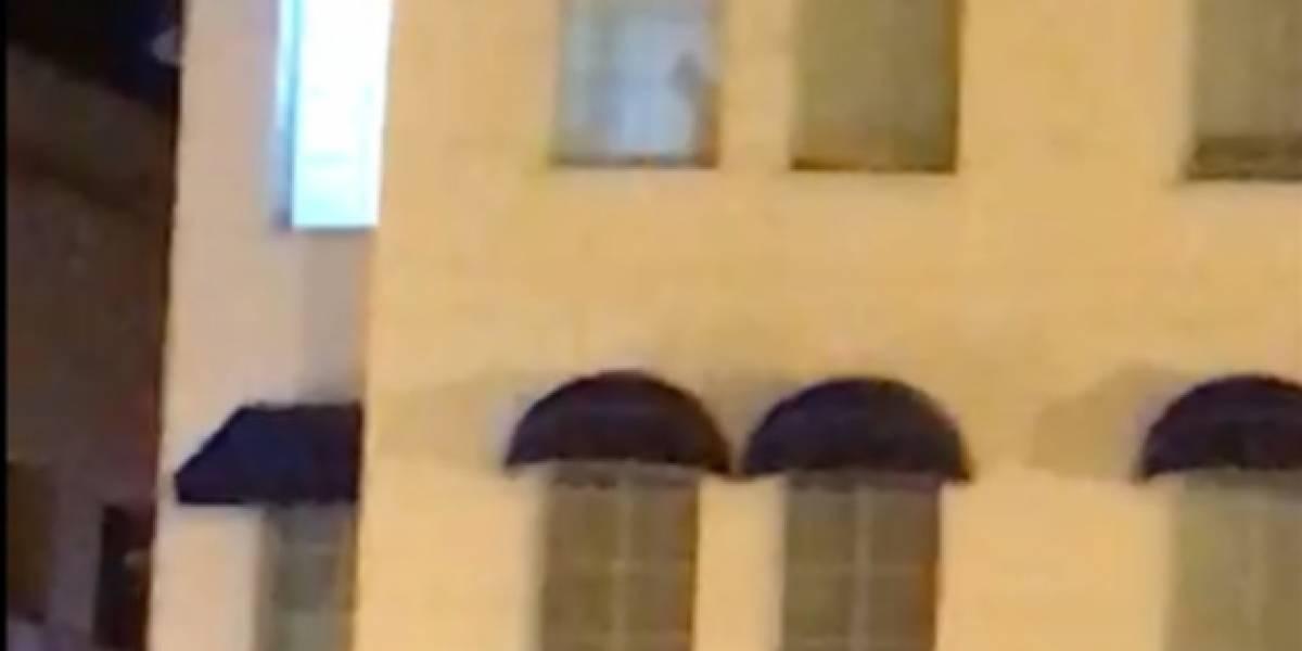 Pareja fue pillada 'in fraganti' porque no cerró las cortinas del hotel