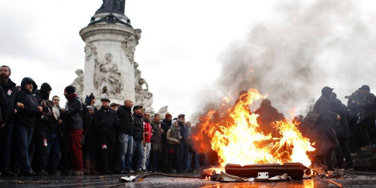 """Chalecos amarillos"" reúnen a 125 mil manifestantes en Francia"