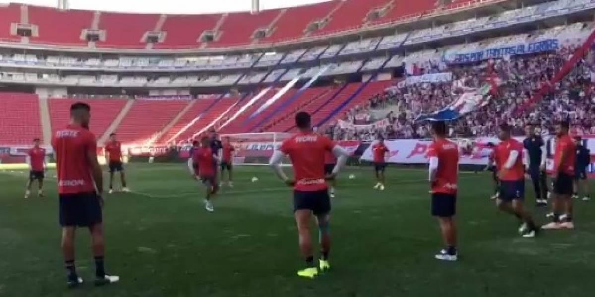 Afición despide a Chivas antes de irse al Mundial de Clubes