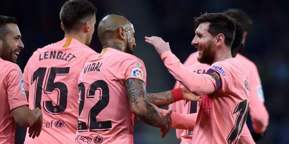 Barcelona masacró al Espanyol y alargó su paternidad en el derbi catalán con Arturo Vidal como protagonista