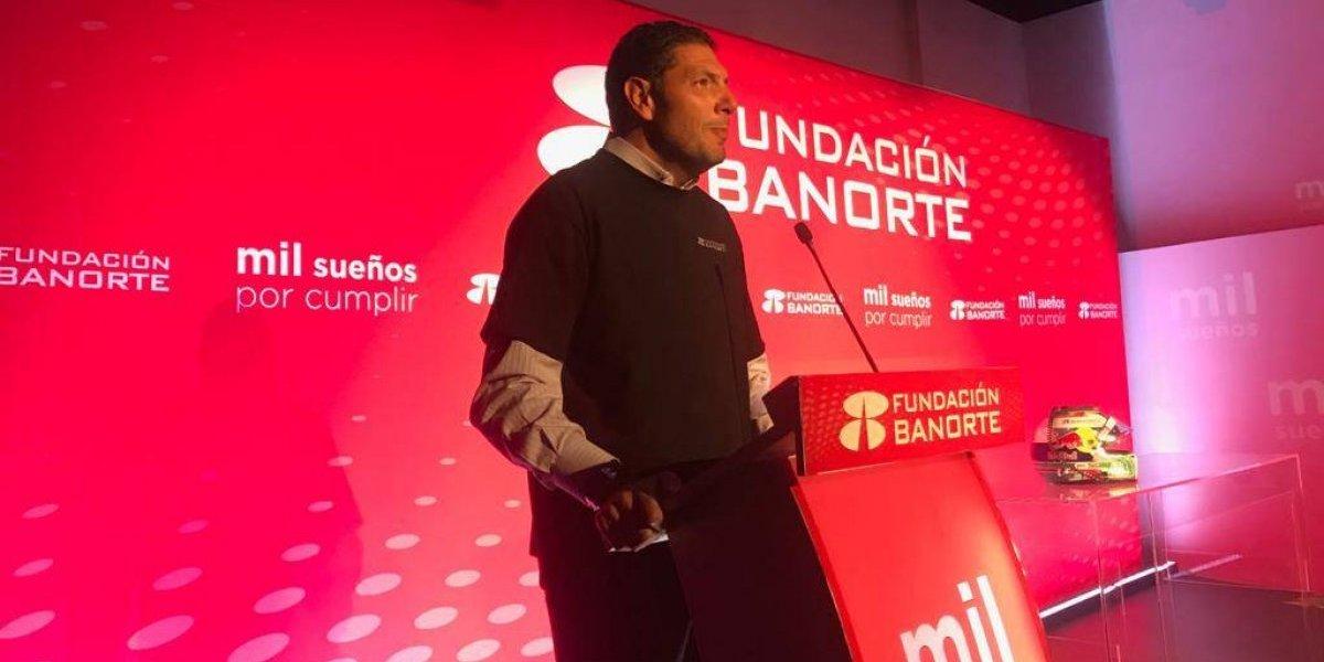 Carlos Hank González entrega 571 becas