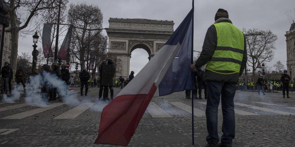 Los chalecos amarillos siguen en protestas en todo Francia
