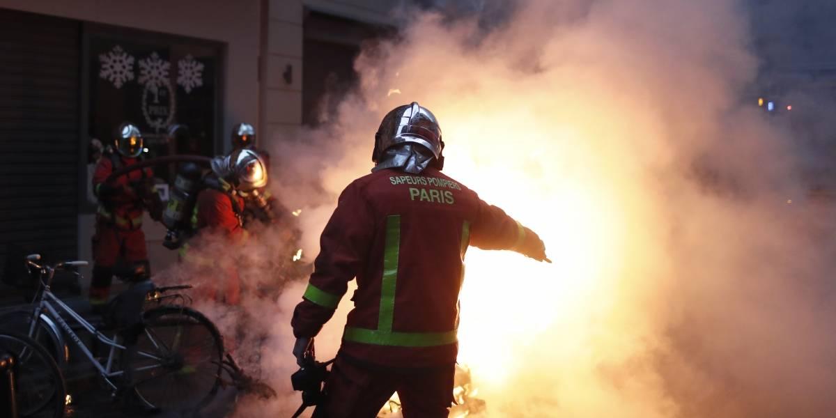 Presidente de Francia intentará calmar las protestas con un discurso
