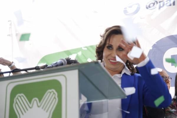 Sandra Torres, UNE