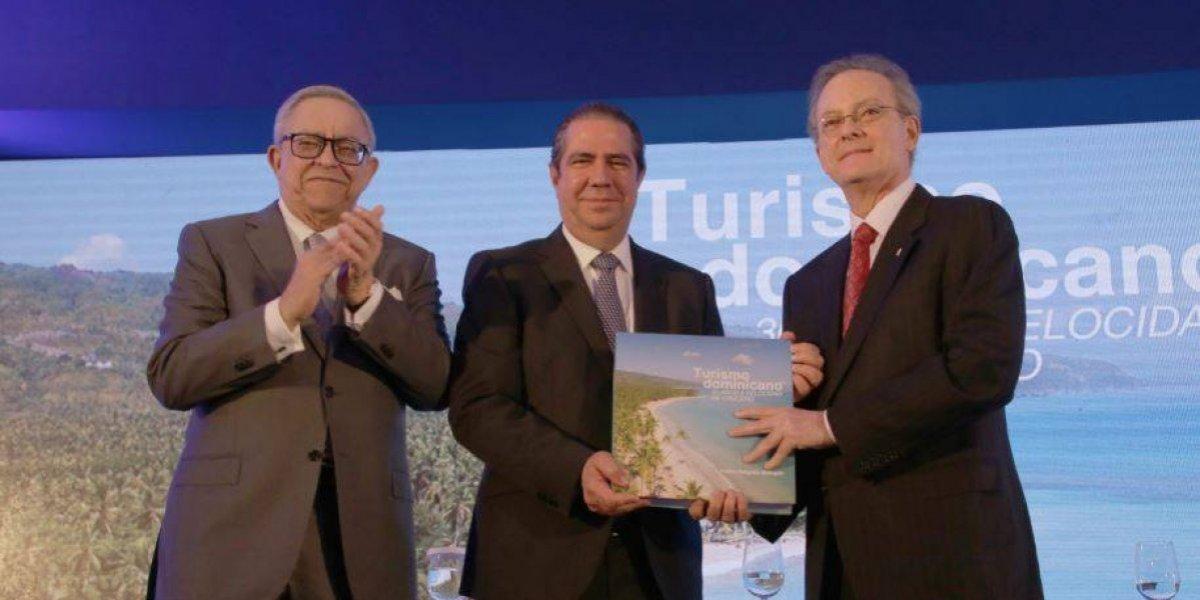 """#TeVimosEn: Banco Popular presenta el libro """"Turismo dominicano: 30 años a velocidad de crucero"""""""