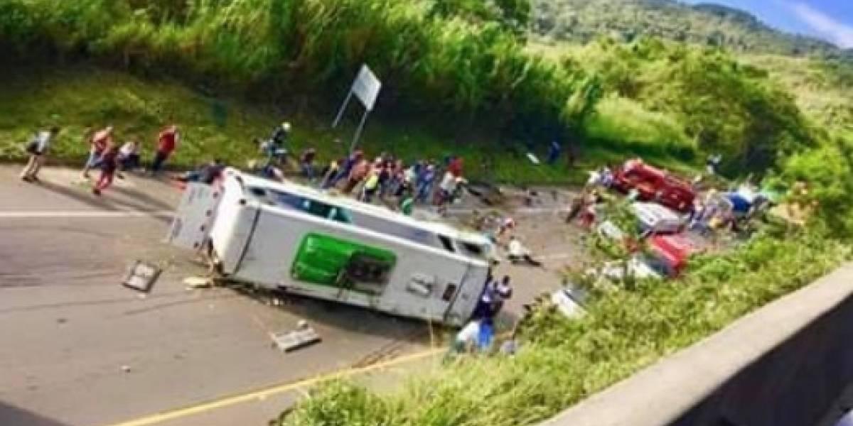 ¡ATENCIÓN! Varios muertos deja volcamiento de bus en vía Buga-Buenaventura