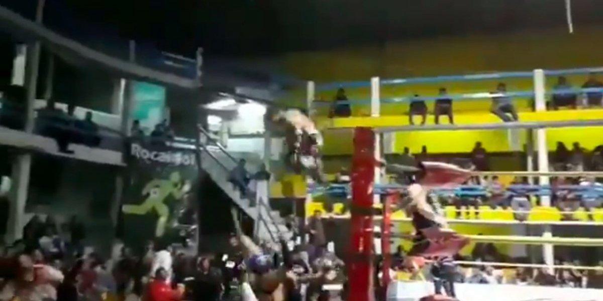VIDEO: La terrible lesión del luchador 'Mr. Iguana' tras un espectacular vuelo desde el ring