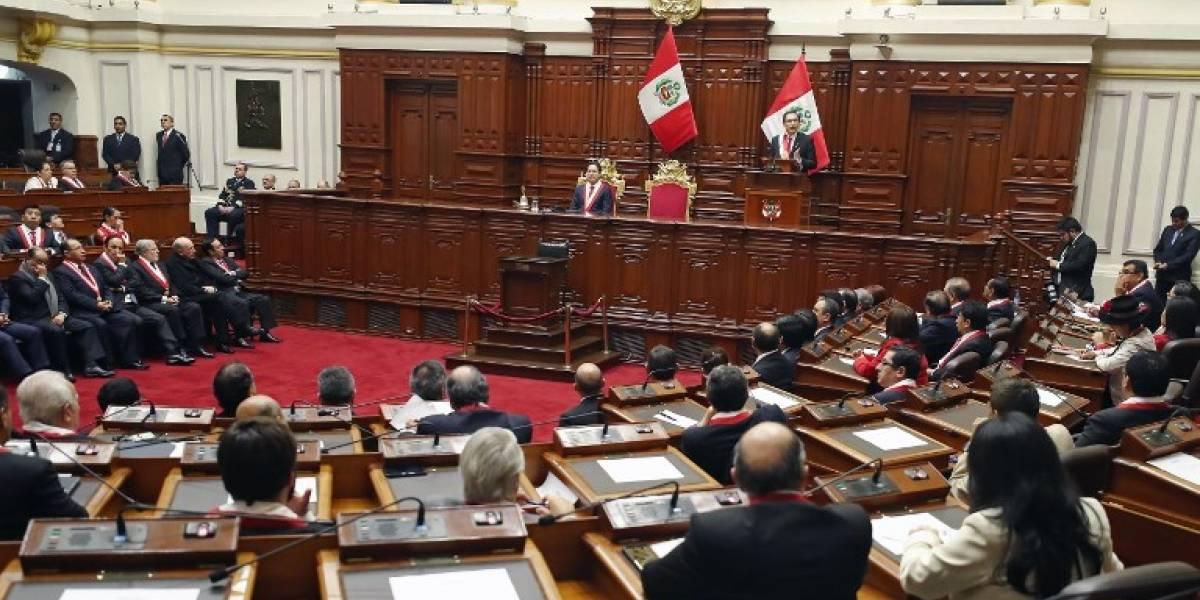 Peruanos apoyan abrumadoramente eliminar reelección de diputados