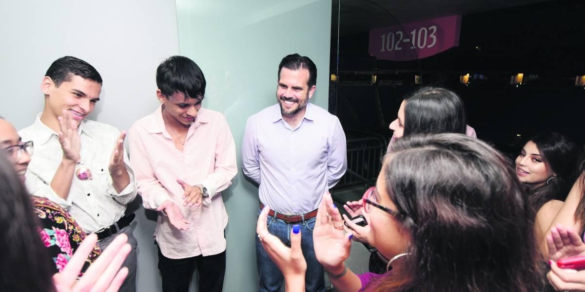 """Gobernador cede palco del """"Choli"""" para disfrute de alumnos destacados"""