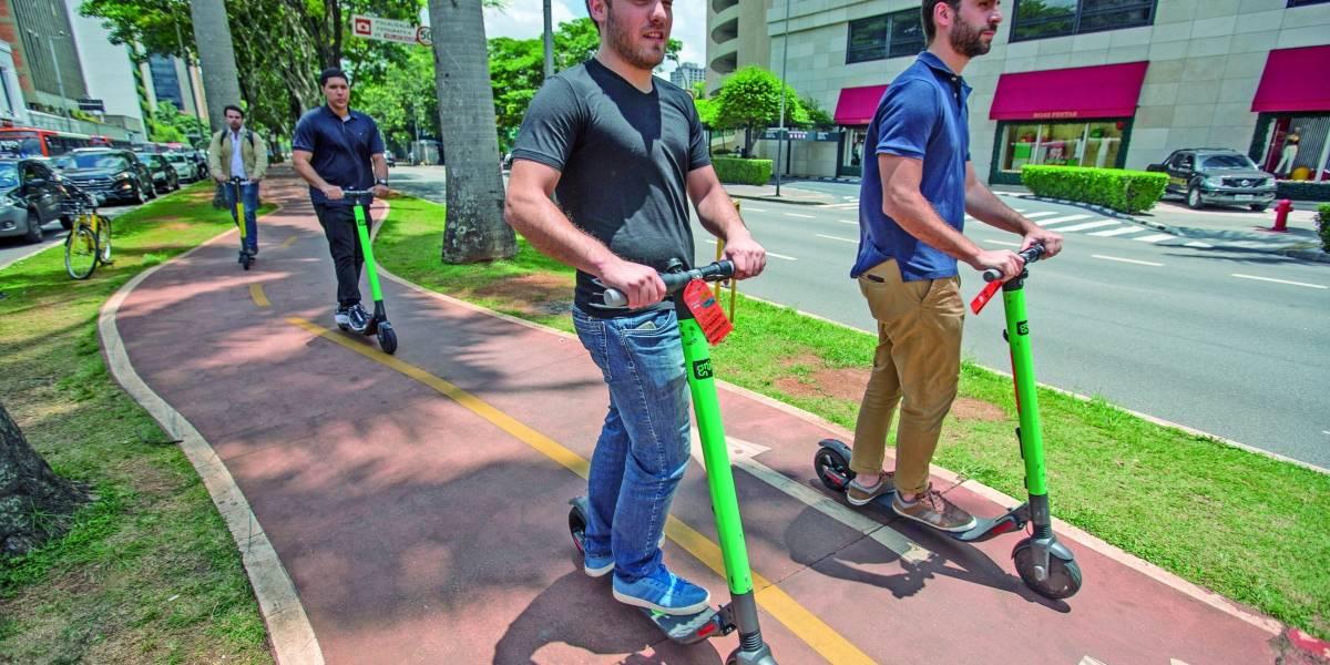 Prefeitura estuda apreender patinetes de aluguel que circularem nas calçadas de São Paulo
