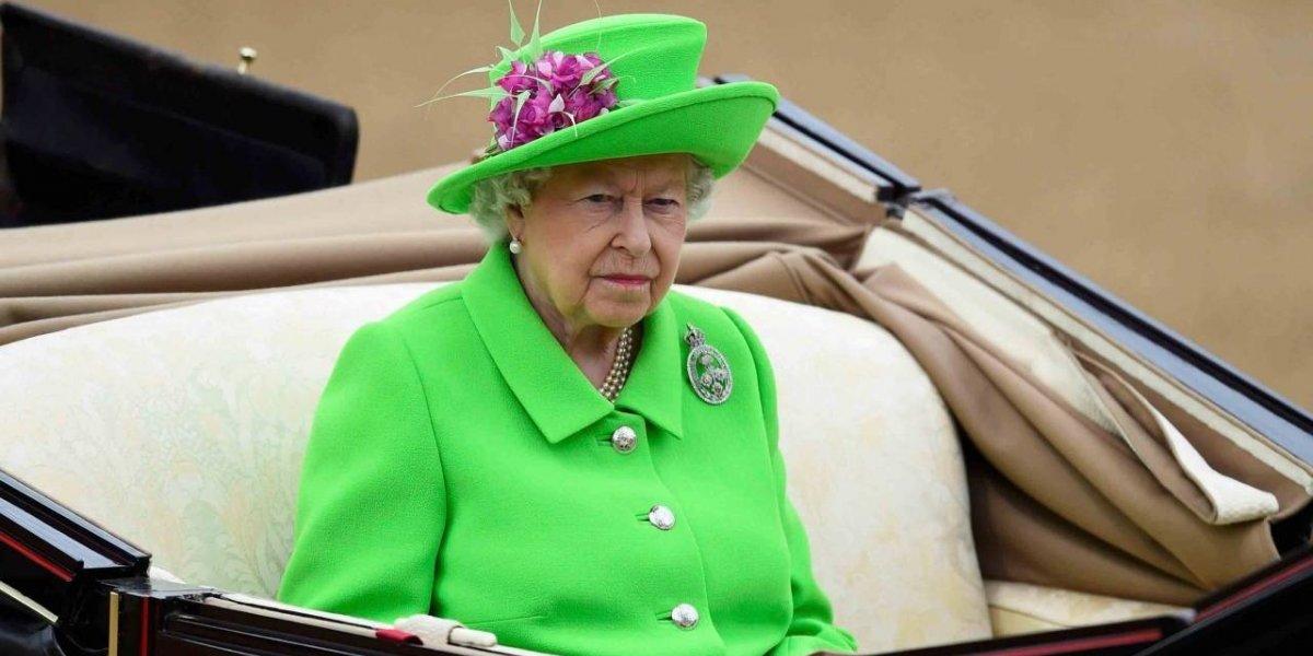Italiana de 9 anos recebe carta de rainha Elizabeth II