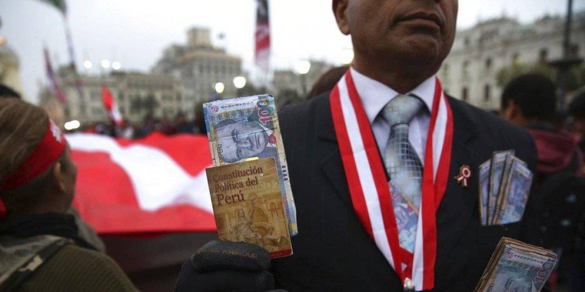 ¿Un ejemplo a seguir en Chile?:  peruanos respaldan referéndum anti corrupción y dicen no a la reelección de parlamentarios