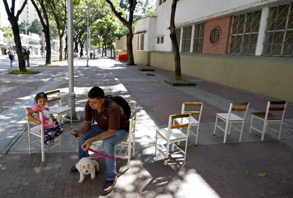 Sólo votó Maduro en las municipales AP