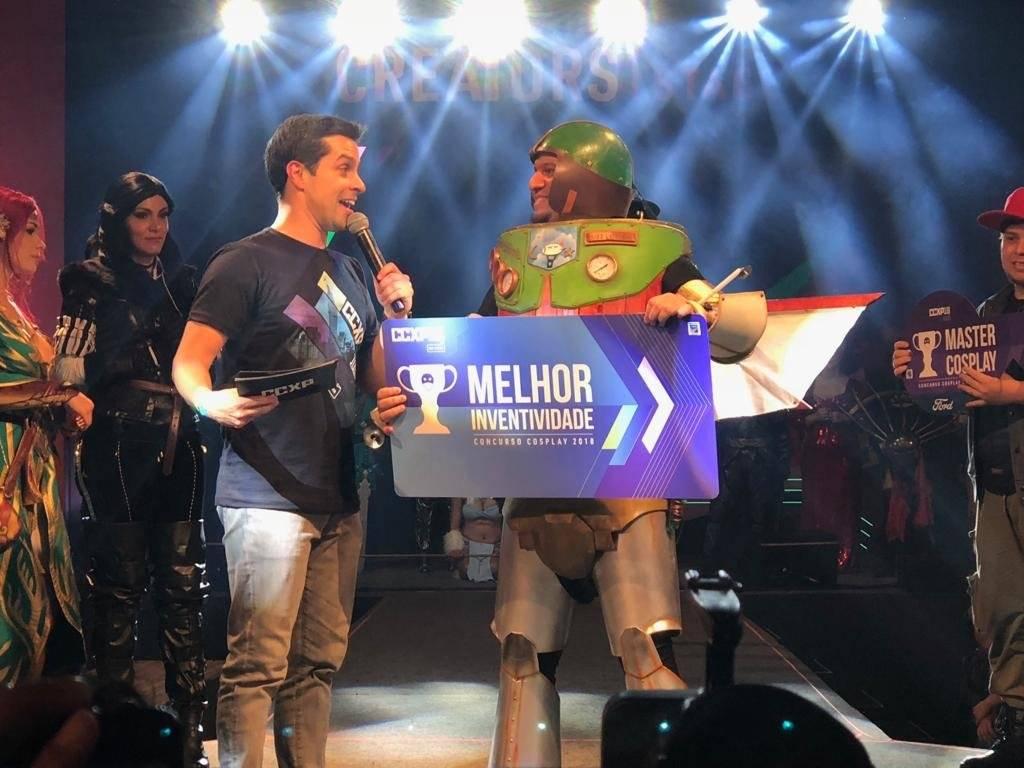 Vini Ironside e seu cosplay de Buzz Lightyear ganharam por Melhor Inventividade Laís Pgoto/Metro