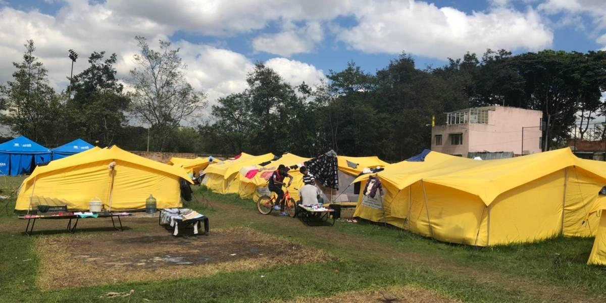 Así es un día en el campamento de los venezolanos en Bogotá