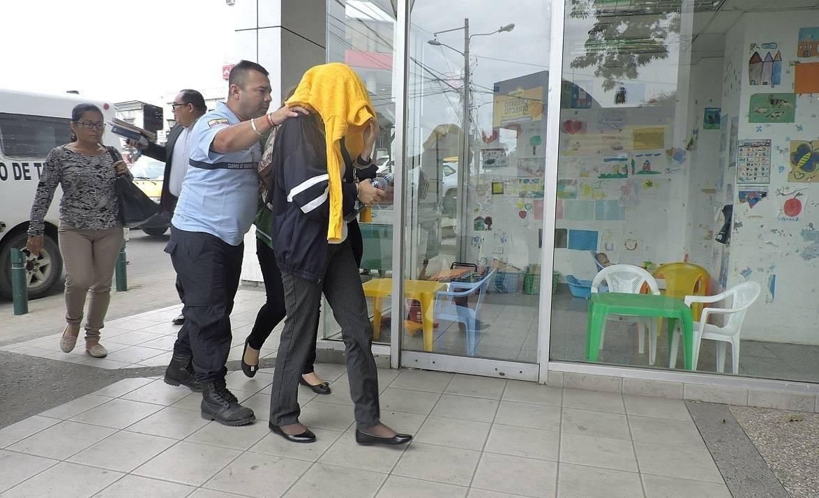 Tres empleadas quedaron el libertar tras ser detenidas para investigaciones