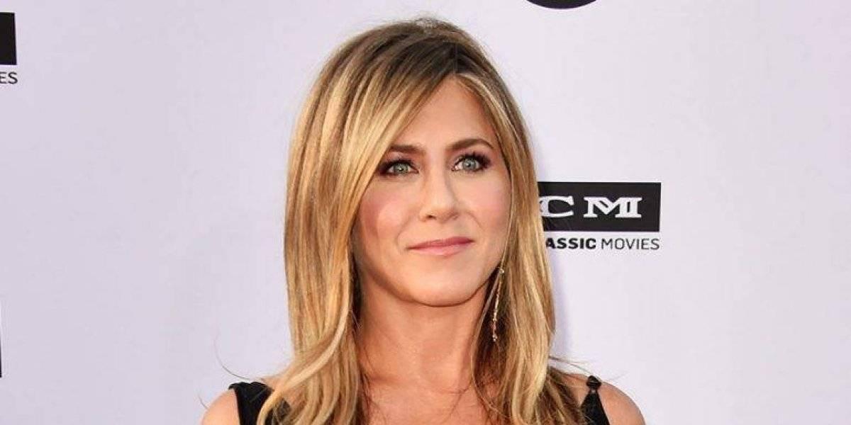 VIDEO. Jennifer Aniston enfurece y le quita el teléfono a fan que le tomó una foto