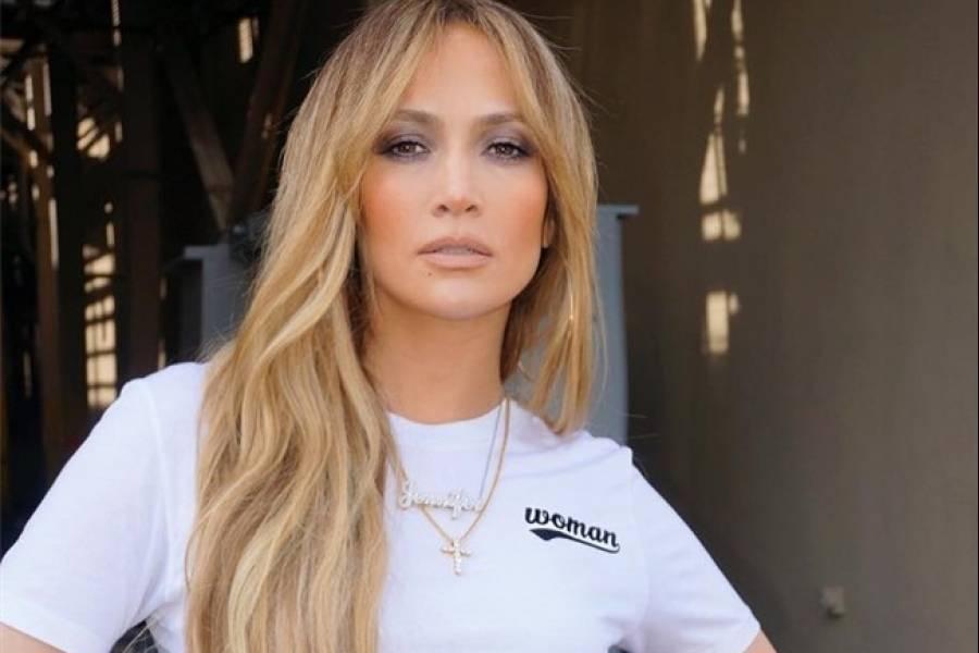 El espectacular 'outfit' de Jennifer López que querrás lucir para Navidad