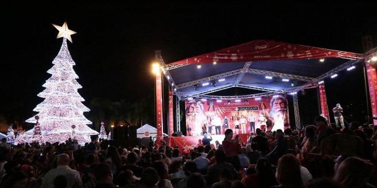 El arbolito de Navidad ya está encendido en la Plaza España