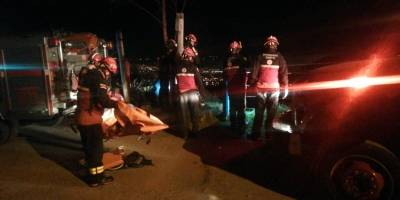 Quito: Dos personas cayeron en el interior de una quebrada en el sector de Jardines del Inca