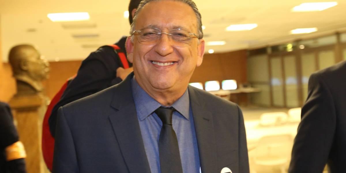 Ele não para! Galvão Bueno renova contrato e deve narrar Copa de 2022