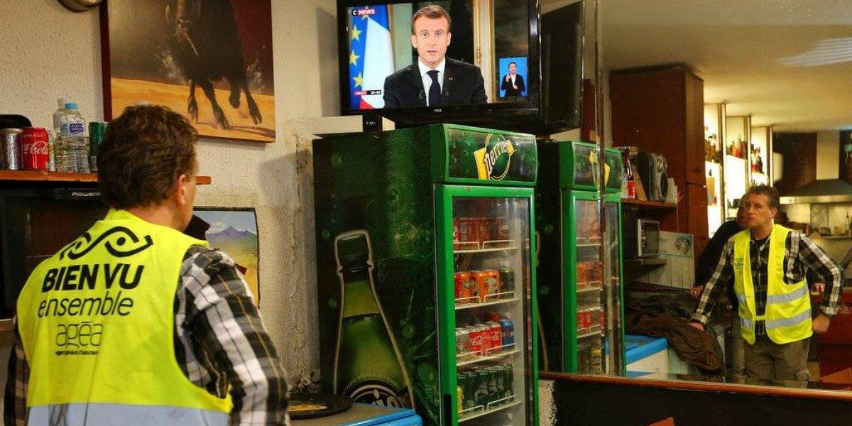 """""""Demasiado poco, demasiado tarde"""": por qué las concesiones de Macron no aplacan la cólera de los """"chalecos amarillos"""" en Francia"""