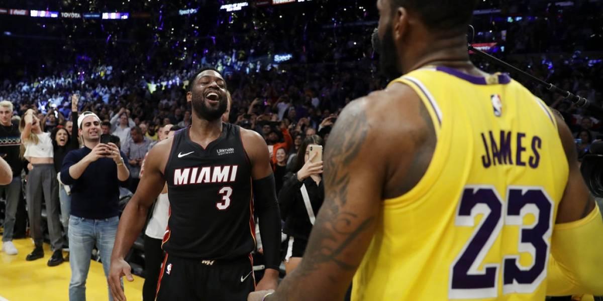 Emotiva despedida de LeBron James y Dwyane Wade en su último enfrentamiento