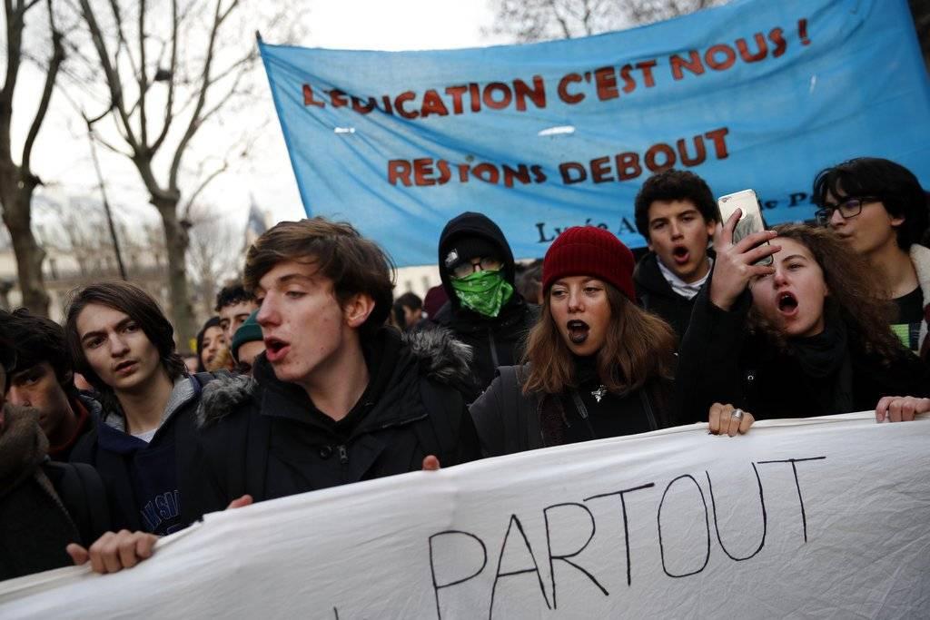 Los estudiantes también se manifiestan. AP