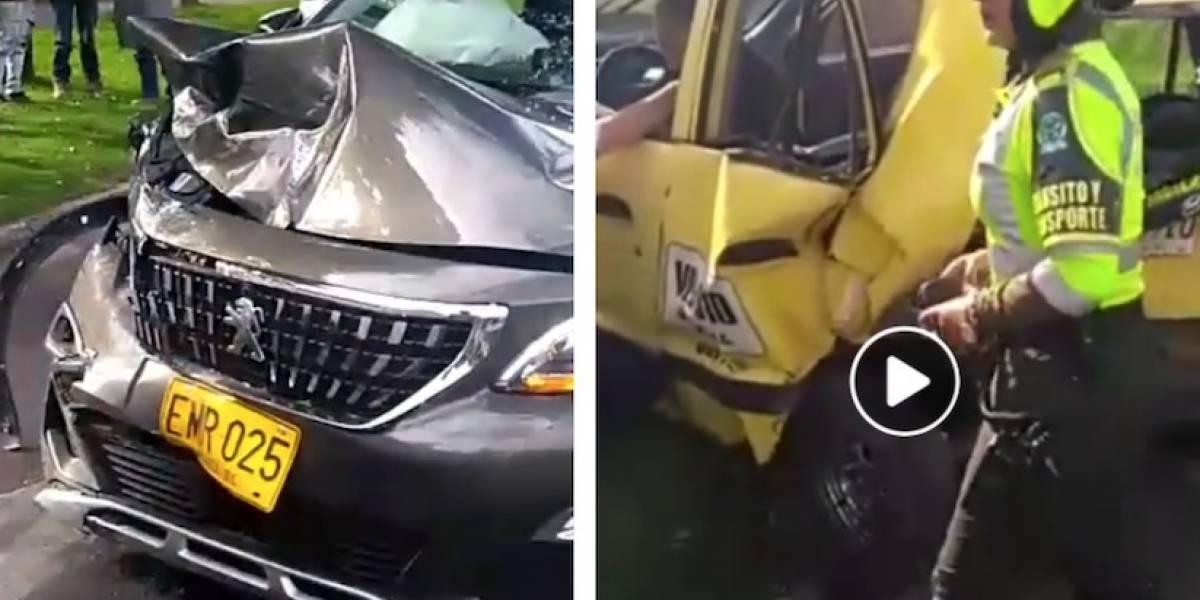 VIDEO: conductor estrelló a taxi y por escapar embistió una camioneta en Bogotá