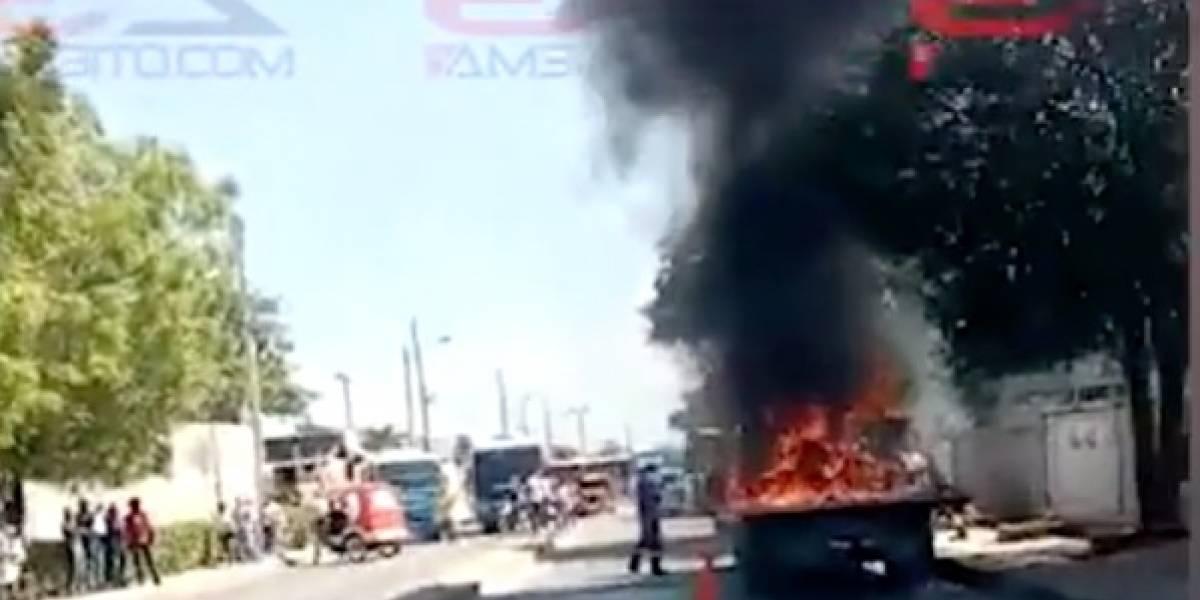 VIDEO: Joven incendió la grúa que se llevaba su moto inmovilizada