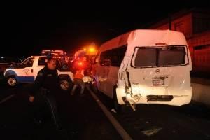 Autobús embiste a camioneta de peregrinos