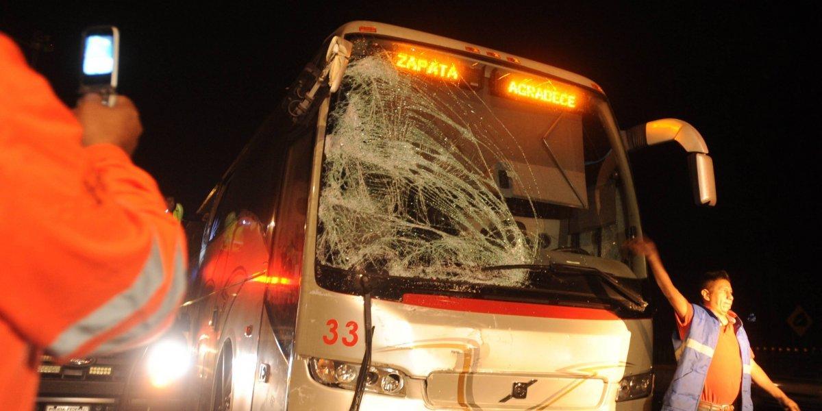 Autobús embiste a camioneta de peregrinos; se reportan lesionados