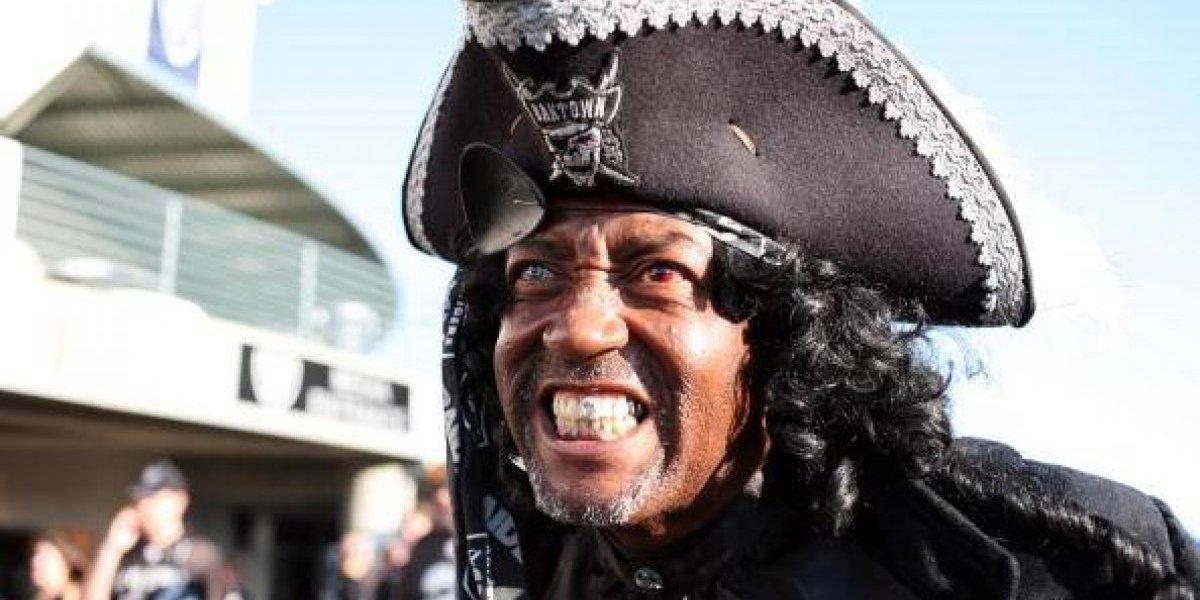 Lo acusa de ser muy frío: mujer que se casó con un pirata fantasma de 300 años ahora quiere el divorcio