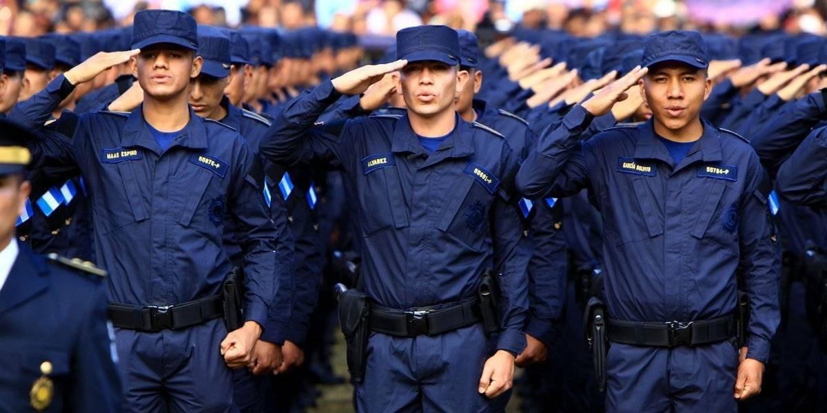 Gobernación buscará mejoras salariales para la Policía Nacional Civil