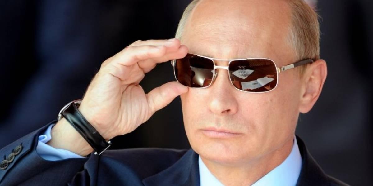 Publican la fotografía del carné de la Stasi de Vladimir Putin