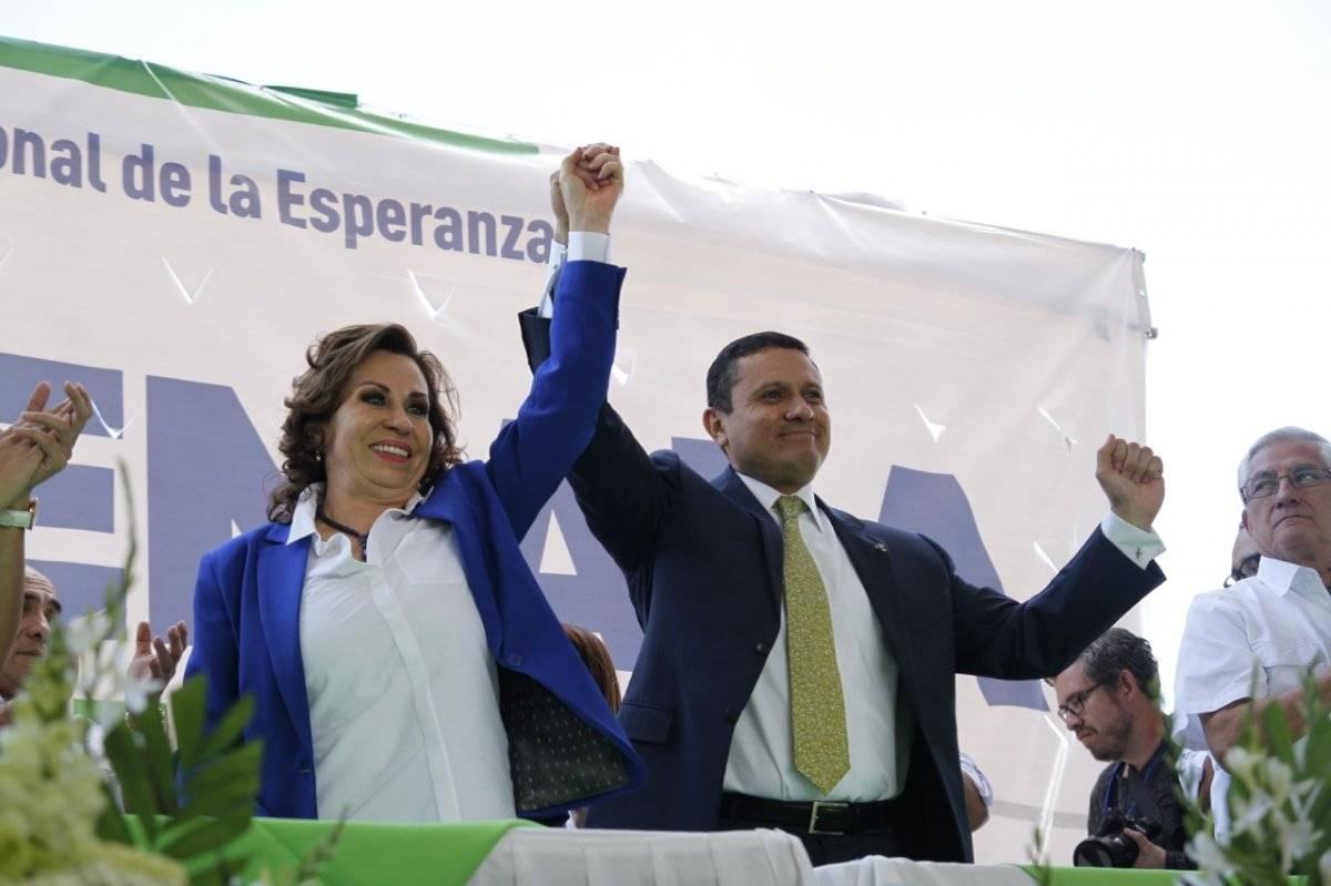 El binomio presidencial de la UNE está integrado por Sandra Torres y Carlos Raúl Morales. Foto: Wendy Morataya