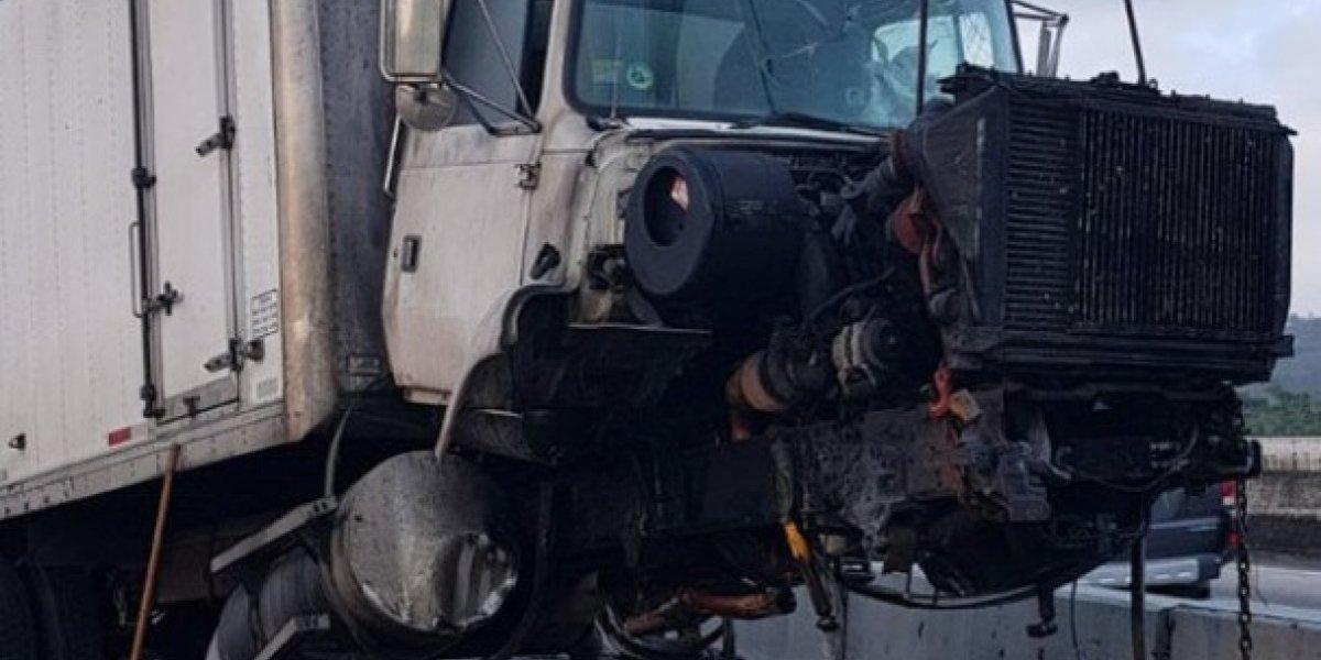 Reabren tramo PR-52 tras accidente con camión volcado