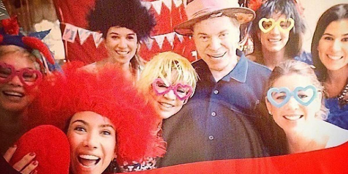 Rara foto de Silvio Santos ao lado das seis filhas encanta internet
