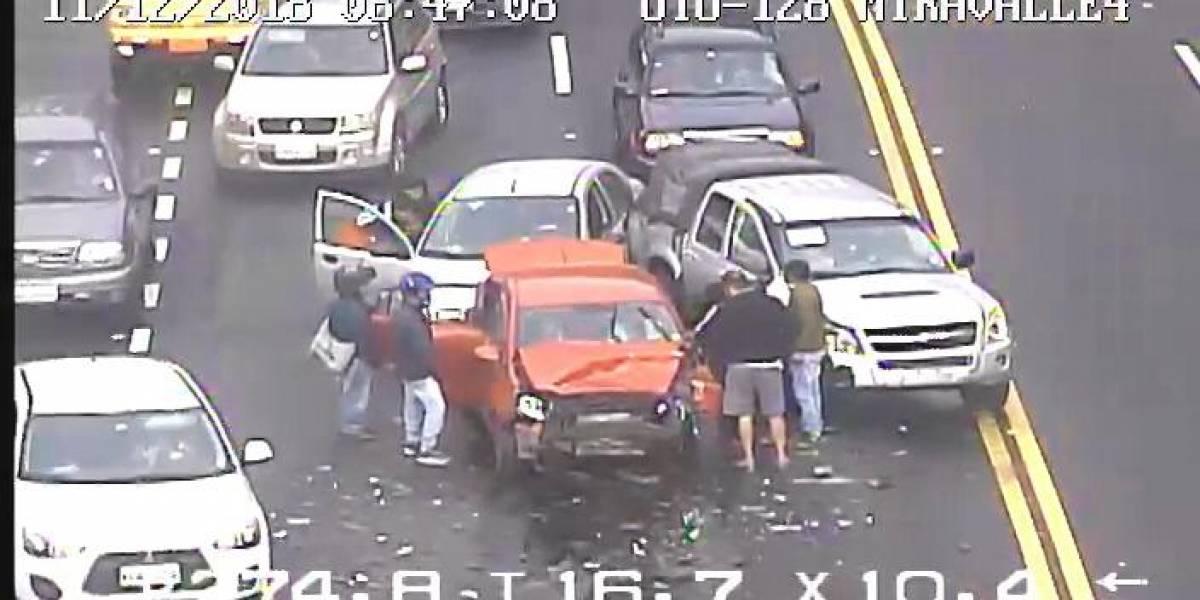 Quito: Cuatro heridos por accidente de tránsito en la avenida Interoceánica a la altura de Miravalles