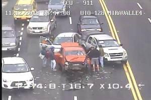 Fuerte congestión vehicular por accidente de tránsito en la avenida Interoceánica