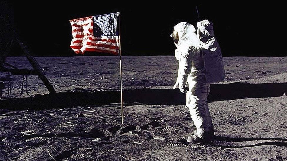Stephen Curry no se cree que el hombre haya pisado la Luna