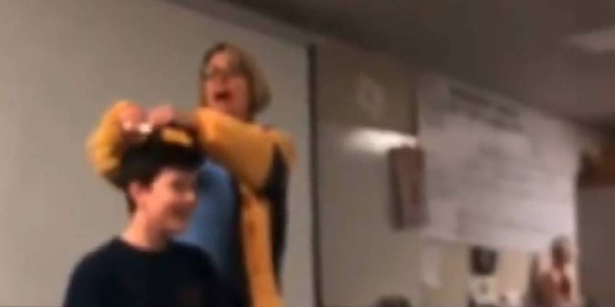 Profesora es detenida por cortar el pelo de sus estudiantes a la fuerza