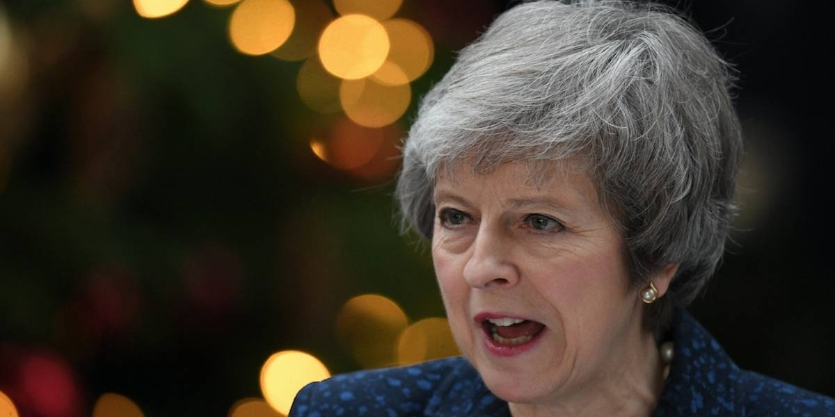 Theresa May sobrevive a moción de censura y permanece en el cargo