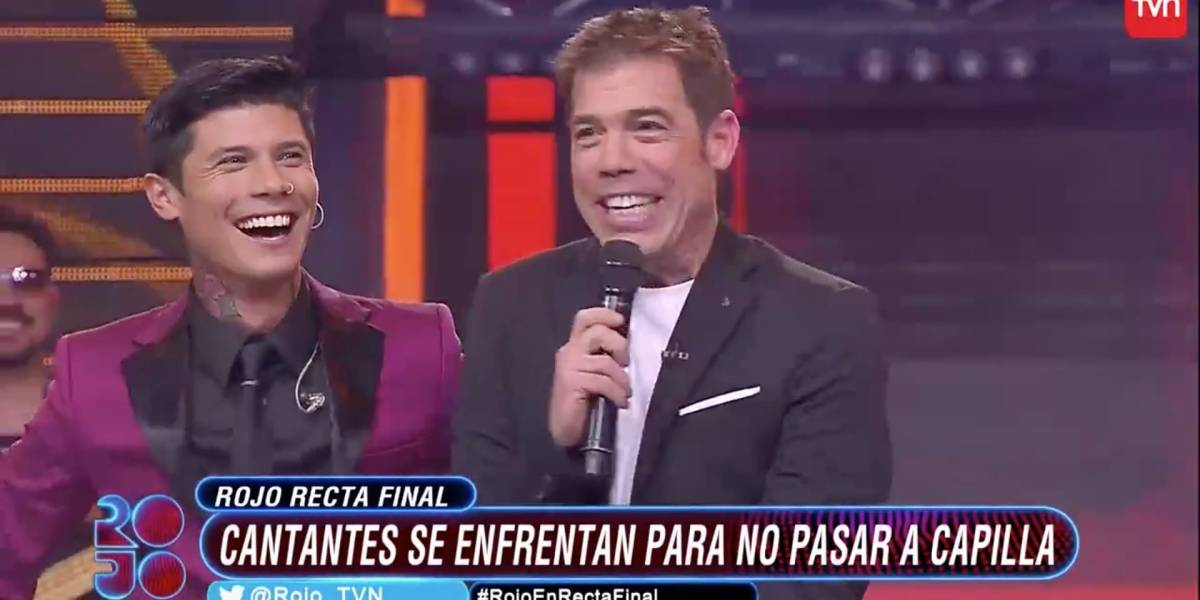 """Gracioso y curioso chascarro en """"Rojo"""": Participante salió a cantar sin micrófono"""