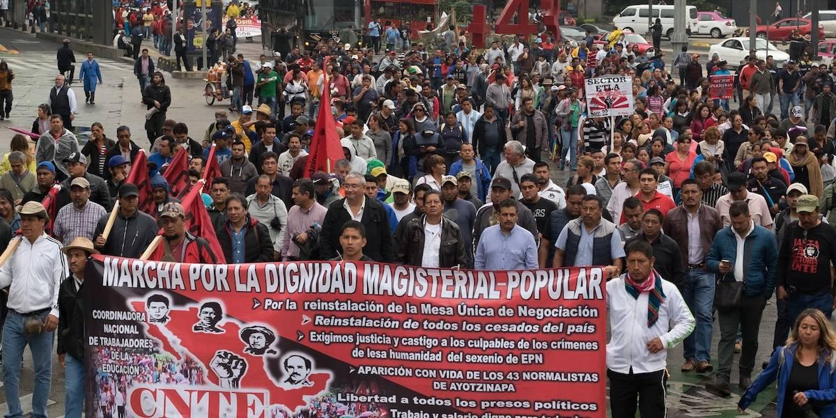 Más de mil maestros cesados serán restituidos por reforma de AMLO