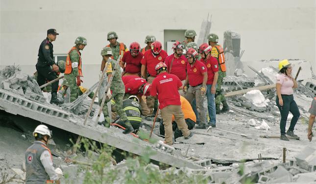 Los responsables del derrumbe de Espacio Cumbres, en Monterrey, a punto de librarla